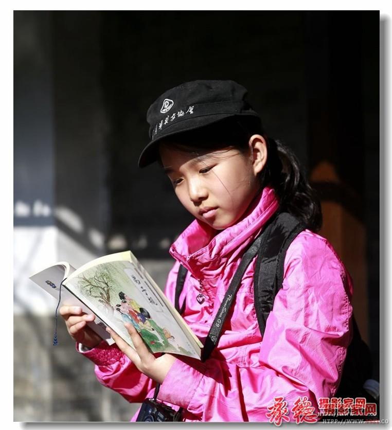 三等奖:读书的女孩 丹凤朝阳