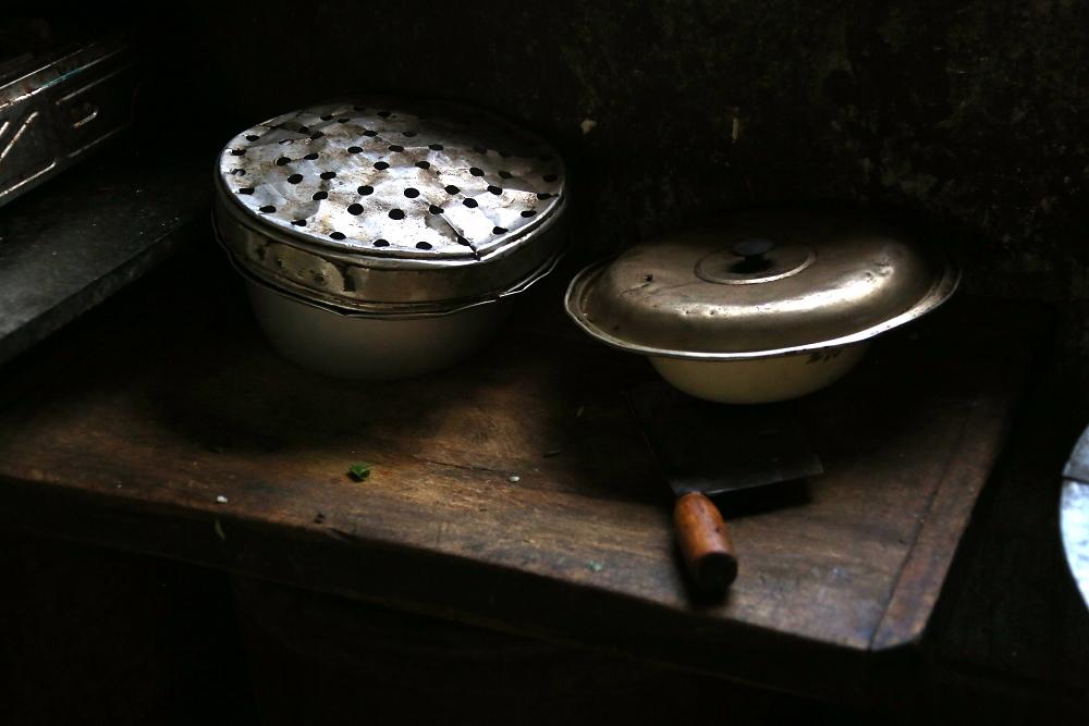 A5刘存儒家里使用的厨具,一个锅屉不知使用了多少年