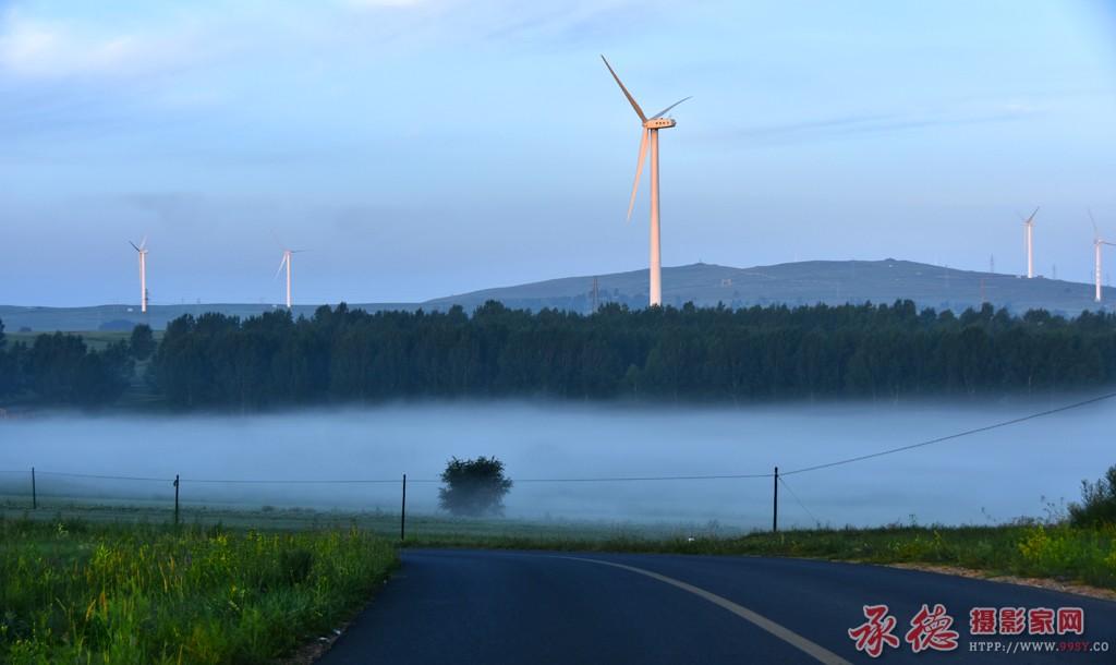 3、坝上晨雾——惠风和畅