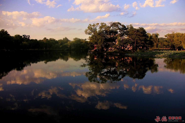 81.湖光晚照-在水一方