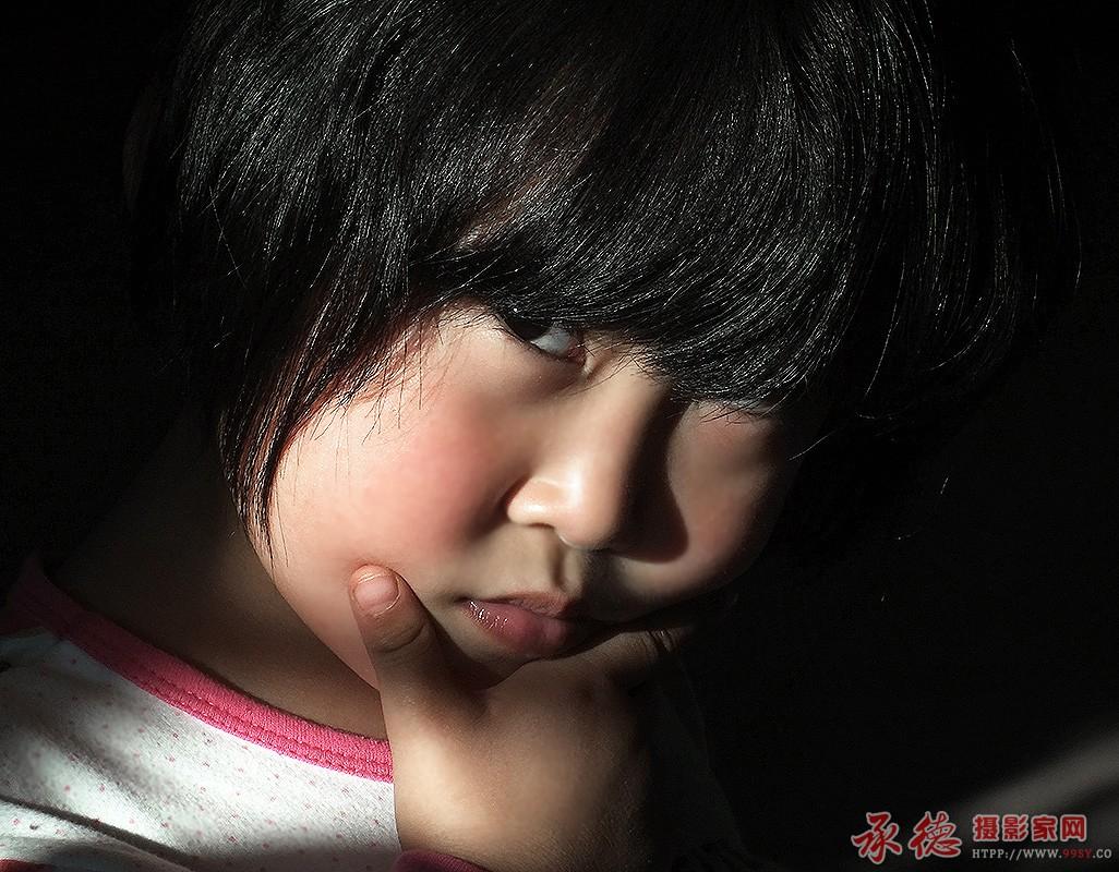 18.儿童特写-红色的枫