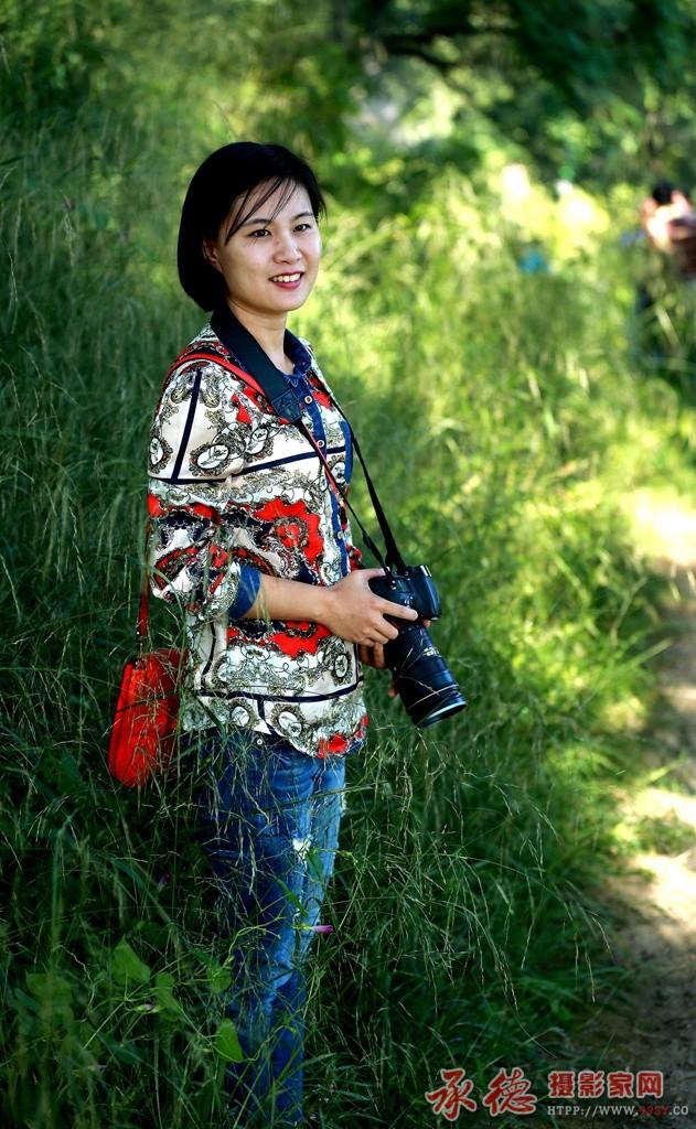 31-女摄影家的风采-夏日雨荷