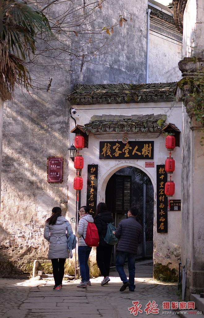 37-宏村的游客们-蓝岛六号