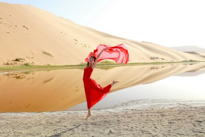 27号 《沙漠倩影6》.jpg
