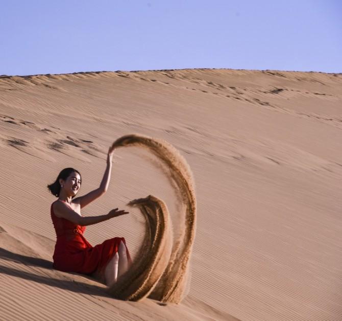 48号 《沙漠踏浪》.jpg