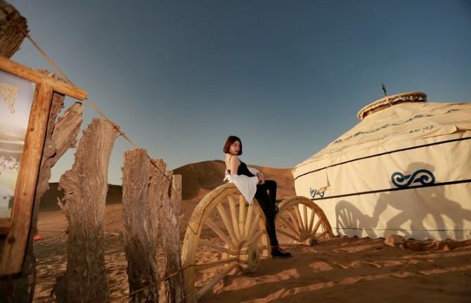 56号 《行走在巴丹吉林沙漠6》.jpg
