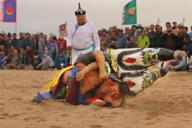 63号 《大漠古典式摔跤》.jpg