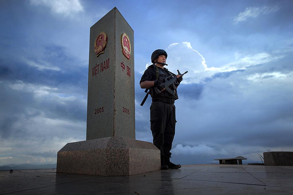 中国第17届国际摄影艺术展览拟入展作品公示之艺术类(组)彭琪《缉毒卫士》中国香港