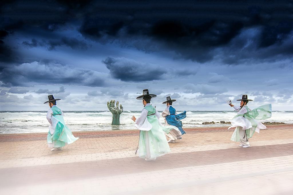 """中国第17届国际摄影艺术展览拟入展作品公示之主题类(组)Dusan Miska""""Korean dancers""""Slovenia"""