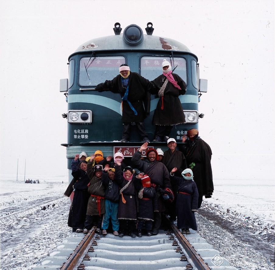车刚-第一列开上雪域高原的火车(2005年).jpg