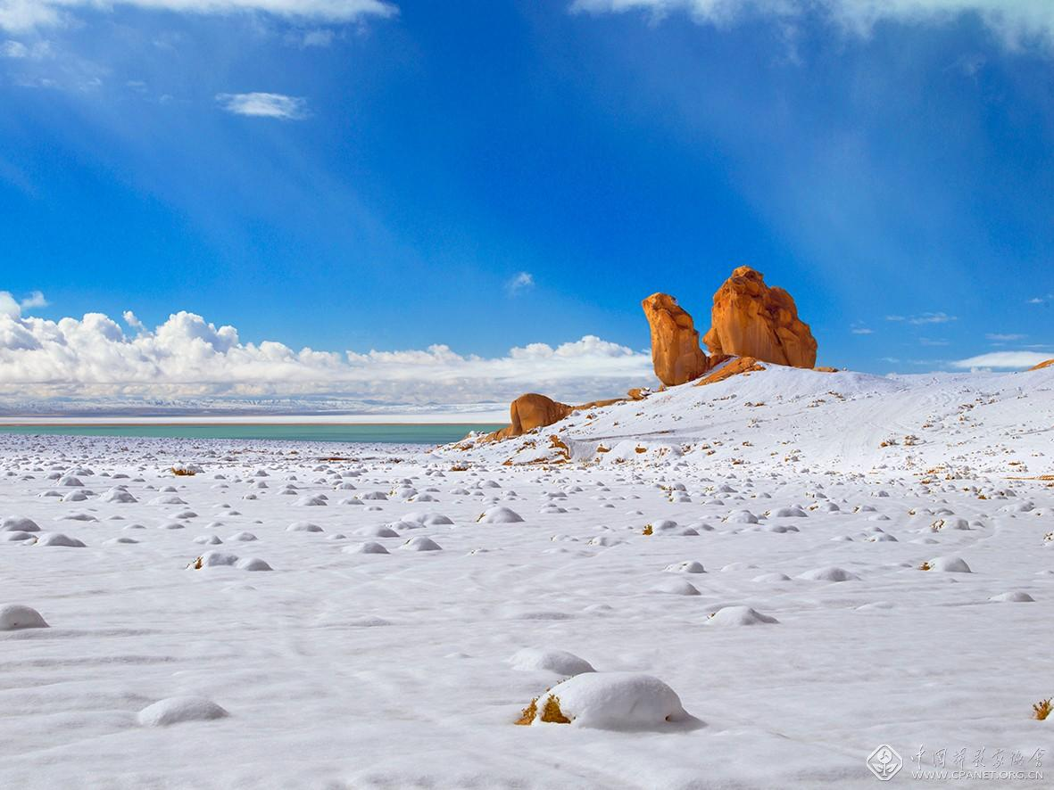 阿尔金高原驼峰石 摄影:潘新华B4011346-120乘以90厘米.jpg